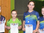Tischtennis: Mädchen zeigen Klasse an der Platte