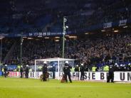 Kluft zwischen Clubs und Fans: Wachsende Wut auf den Tribünen