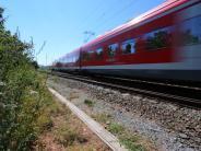 München: Mann lässt sich von Regionalbahn überrollen - und bleibt unverletzt