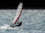 Für Einsteiger: Meer oder Bergsee? Wo Anfänger richtig surfen lernen