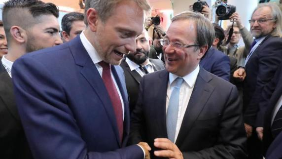 CDU und FDP in NRW vereinbaren erstes Sondierungsgespräch