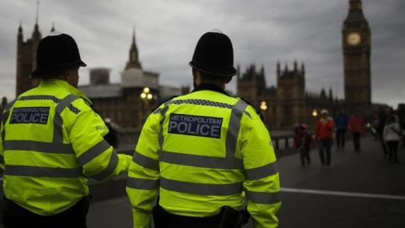 In London wurde ein Mann vor dem Parlament festgenommen