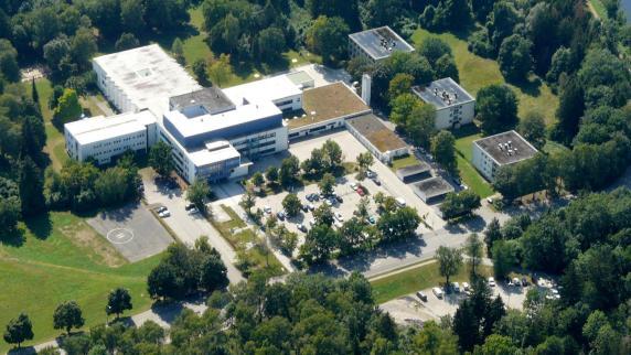 Kreis Augsburg: Mann schlägt Freundin aus Eifersucht tot, bringt sie in Klinik und flüchtet