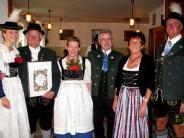 Trachtenverein: Maibaum, Trommlerzug und Gaufest