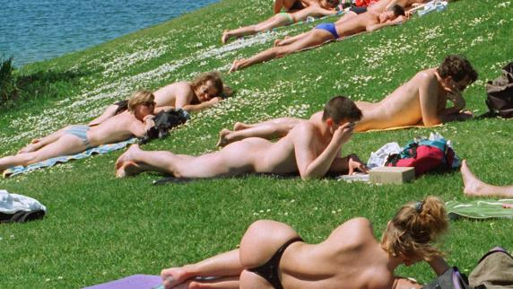 Bayern spanner filmt drohne sonnende nackedeis