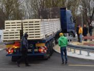 Wertingen: Stürmische Testfahrten und massive Proteste