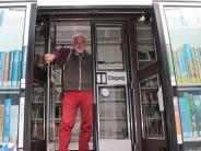 Beliebte Buchausleihe im Zusamtal: Der Bücherwurm auf Rädern