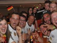 Landkreis Dillingen: Fußballfansin der Region feiern den Sieg der deutschen Elf