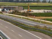An der Bundesstraße 2 in Nordendorf: Bald kommen die riesigen Behälter der Tankstelle