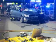 Kreis Dillingen: Feuerwehr befreit schwer verletzten Fahrer aus Auto