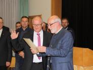 Hans Kaltner in Buttenwiesen vereidigt: Der neue Bürgermeister sitzt schon auf seinem Chefsessel im Rathaus