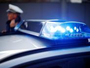 Kicklingen: Steine fallen vom Laster und beschädigen ein Auto