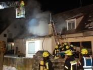 Feuerwehren im Einsatz: Haus brennt in Aislingen