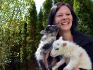 Tapfheim: Ihre Pflegekinder sind zwei Lämmer