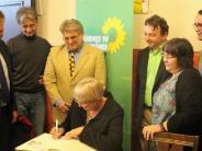 Wahlkampf: Wenn eine schwäbische Grüne Goldene Bücher signiert