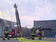 Feuerwehrübung: Schlauch und Drohne statt Biergarten