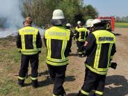 Haunsheim: Holzstapel in Flammen