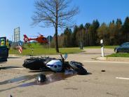 Dillingen: Motorradfahrer prallt gegen Auto