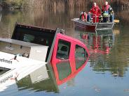 Peterswörth: Ein Kleintransporter geht im Wünschsee unter