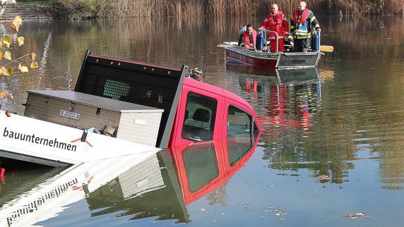 Kreis Dillingen: Kleintransporter geht im Wünschsee unter