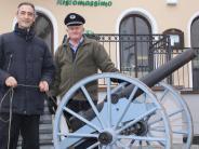Volkstrauertag in Buttenwiesen: Egon Eisele böllert wieder