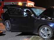 Polizeibericht: Autofahrer prallt frontal gegen Baum