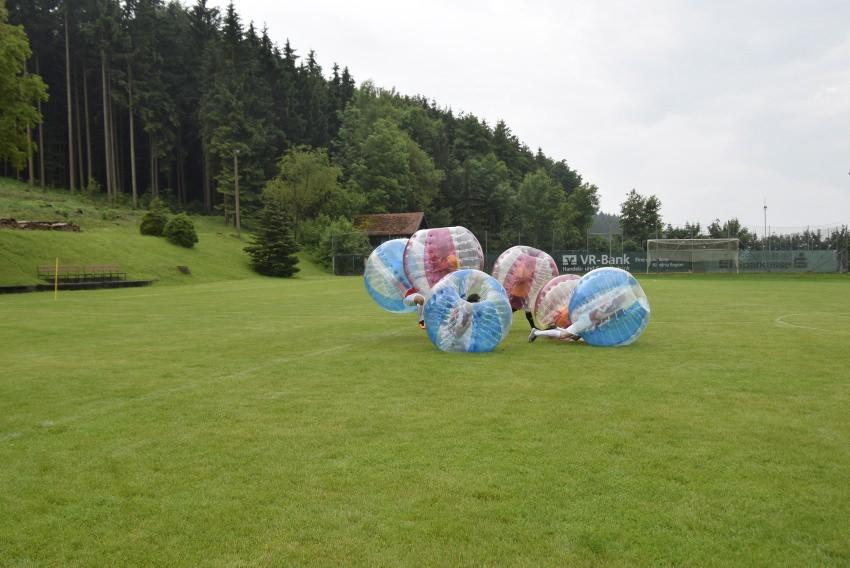 2 bubble football turnier nachrichten wertingen augsburger allgemeine. Black Bedroom Furniture Sets. Home Design Ideas
