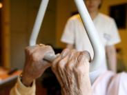 Untersuchung: Warum eine Pflegezusatzversicherung nicht immer eine gute Wahl ist
