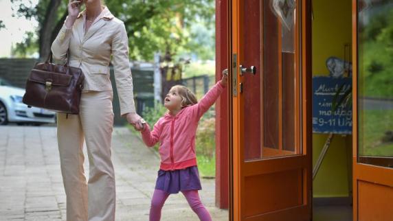Arbeit: Bewerbungsgespräch - Das Thema Job und Kind ansprechen
