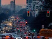 Autokauf: Warum Autohersteller immer mehr Pkw auf sich selbst zulassen