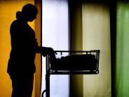 Ab 1. Juli: Steigende Haftpflichtprämien bringen Hebammen in Nöte