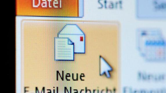 Kreis Augsburg: Stiefvater belügt und missbraucht 13-Jährige