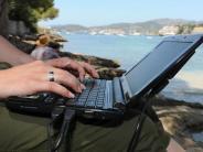 Arbeit: Fast jeder zweite Erwerbstätige schaut nach Feierabend in Mails