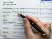 In der Zinsflaute: Verbraucherschützer fürchten um alte Versicherungspolicen