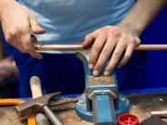 Arbeitsmarkt: Sollen Gymnasiasten besser Handwerker werden?