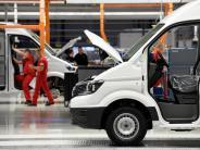 Transporter gefragt: Rekordzahl an neuen Lastwagen rollt auf deutsche Straßen