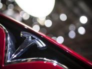 Rückruf: Produktionsfehler: Tesla ruft 53.000 Autos in die Werkstätten