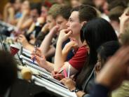 Bewerbungsfristen enden bald: Neue Studienmöglichkeiten: Von Cyber-Sicherheit bis Design
