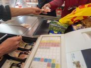Karte statt Cash: Ende des Bargelds? Ein Selbstversuch zwischen Gemüse und Büchern