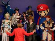 Messe: Merkel taucht in die Spiele-Welt ein
