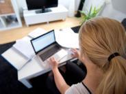 Studie: Mobiles Arbeiten führt zu Mehrarbeit - macht aber zufrieden