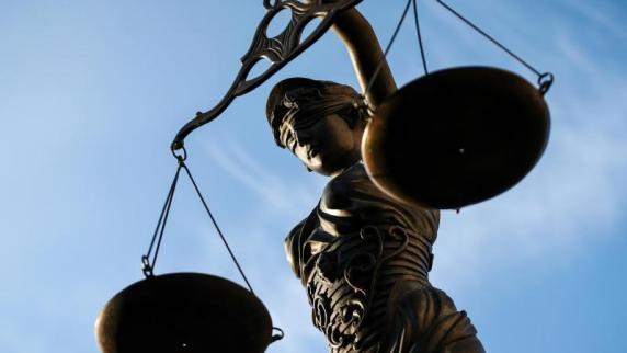 Gerichtsurteil: Titel behalten? Dürfen Ex-Professoren nur mit Erlaubnis