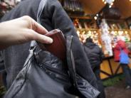 Saison für Langfinger: Weihnachtsmarkt: So schützt man sich vor Taschendieben