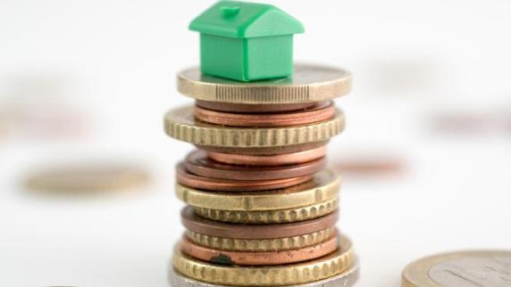 Hauskauf: Zinsen für Immobilienkredite weiter historisch niedrig